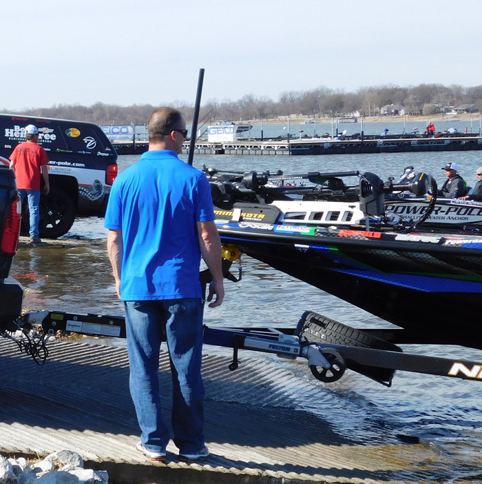 Chris Lane loading out at Bassmaster Classic 2016 Day 2