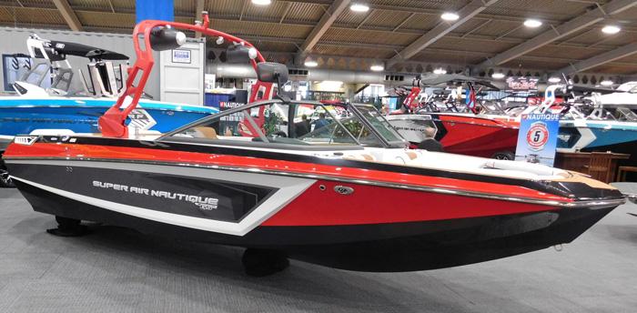 Super Air Nautique boat, Tulsa Boat Show 3 February 2017.