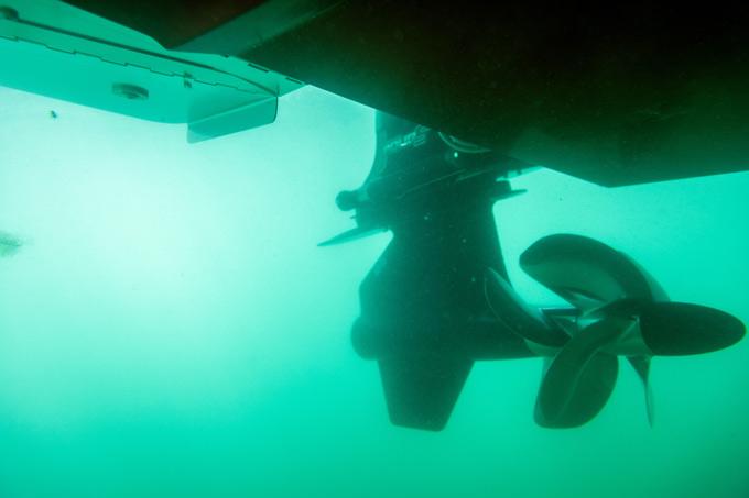 Bravo Four S underwater