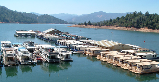houseboat marina on Shasta Lake in 2006