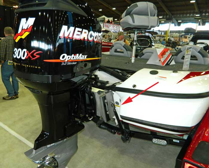 Placement of warning to read owners manual on boat at 2013 Tulsa Boat Show