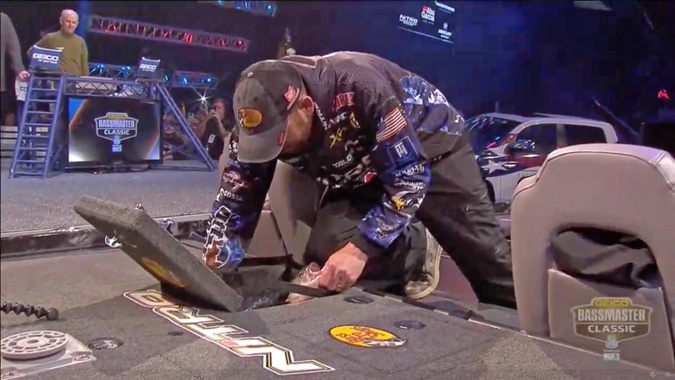 Ott Defoe in Nitro livewell for his final bag in 2019 Bassmaster Classic, Knoxville Tennessee